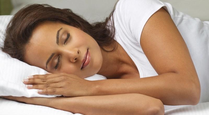 Dormir, clave para una piel bonita